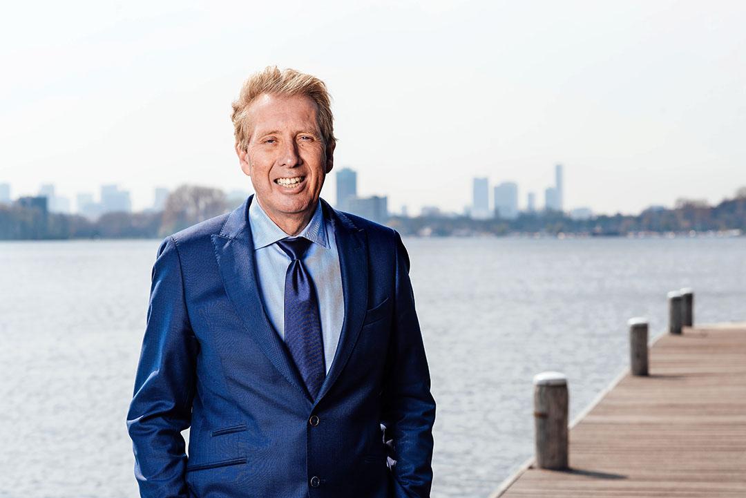 """Jan Rotmans is hoogleraar transities en duurzaamheid aan Erasmus Universiteit Rotterdam. """"De rol die sociale interactie speelt in een transitie en daarmee de macht van de consument, wordt vaak onderschat."""" - Foto: Jan Rotmans"""