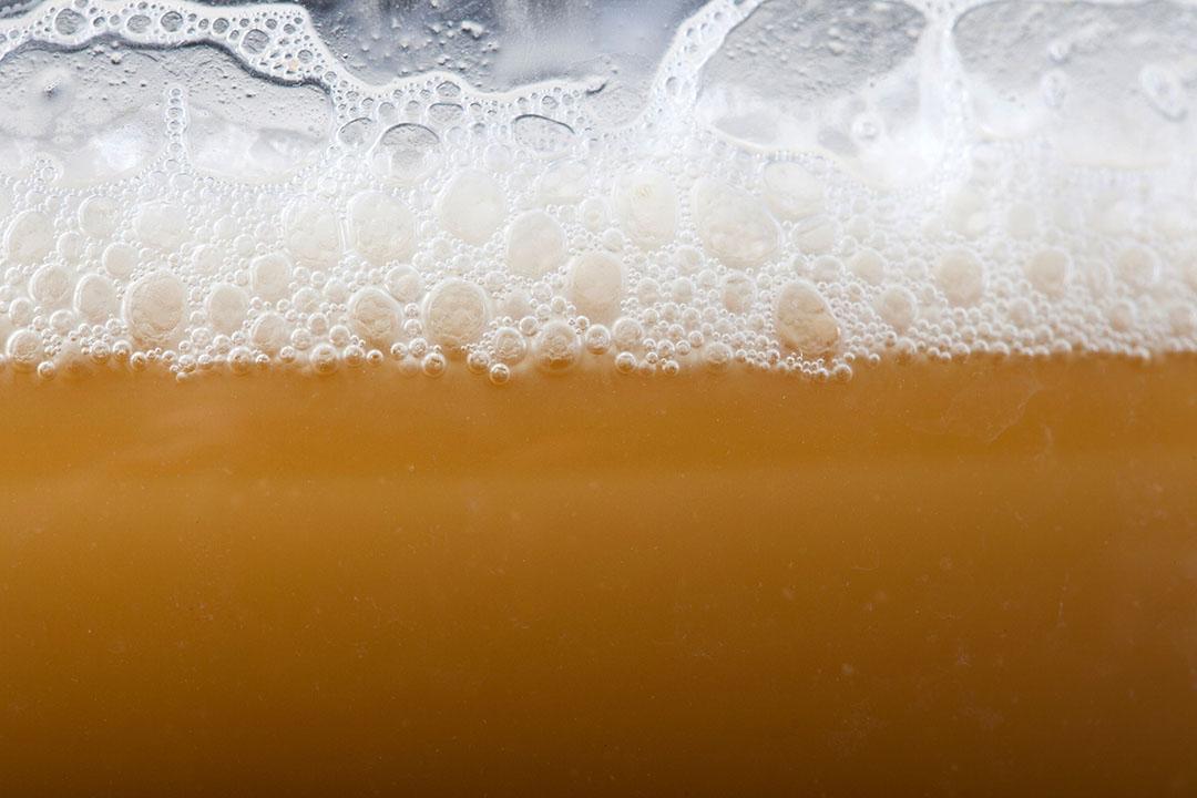 Momenteel wordt de gebruikte gist van bierbrouwers verwerkt tot diervoeding. Foto: Canva