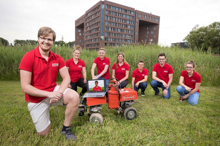 """Thomas Frankes (links): """"Lichte veldrobots hebben een groot voordeel: minder bodemverdichting."""""""