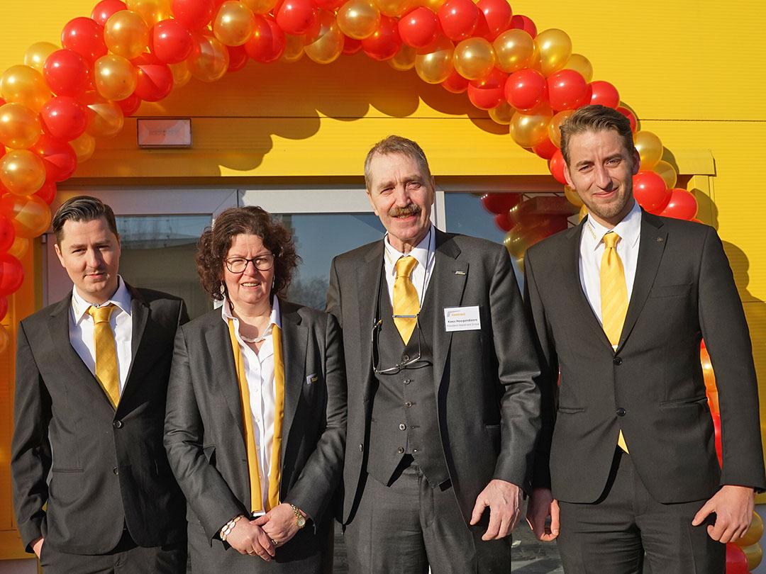 Keestrack-oprichters Kees Hoogendoorn en Annet Schoenmaker (midden) met zoons Peter (links) en Frederik (rechts). - Foto: Keestrack
