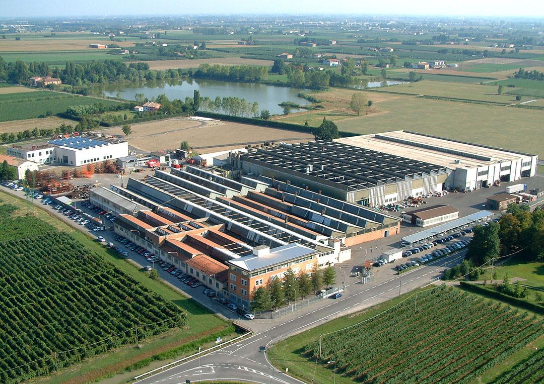 De Goldoni-fabriek in Migliarina di Carpi, Modena, Italië. - Foto: Keestrack