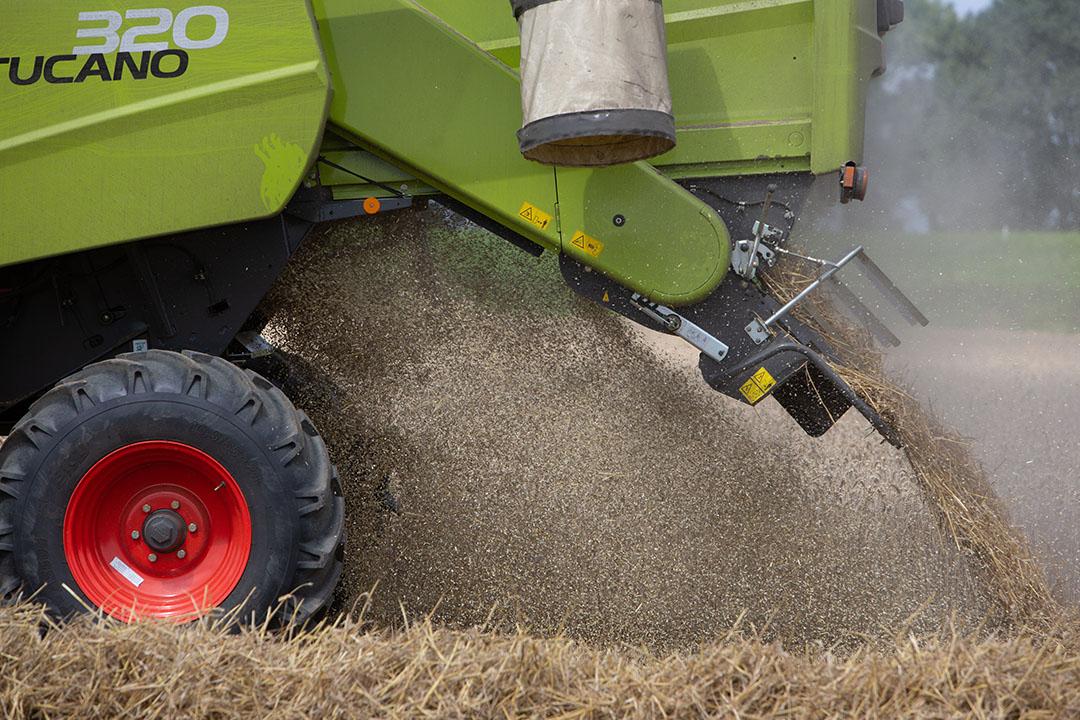 De robot neemt veel menselijke arbeid over. Maar wat betekent het voor de kosten per ton tarwe als we de combine-chauffeur vervangen door een robot? Foto: Peter Roek