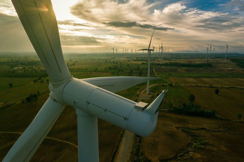 De uitstoot van het broeikasgas CO2 neemt dit jaar weer fors toe, ondanks het stijgende aanbod van hernieuwbare energie zoals windenergie. - Foto: Canva