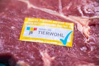 Vlees met het Initiative Tierwohl-label. - Foto: ANP
