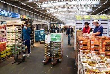 Rungis is de grootste versmarkt in Frankrijk. Eigenaar Semmaris wil nu in nauwe samenwerking met boeren, tuinders en voedingsbedrijven een nieuw concept starten in Parijs. - Foto: ANP