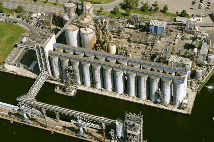 Luchtopname van de sojabonenverwerkingsfabriek Bunge Netherlands in Amsterdam. - Foto: ANP