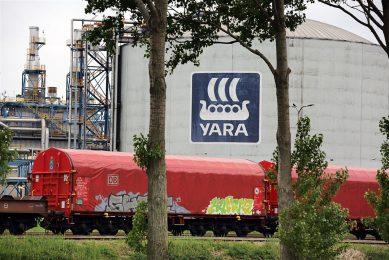 Yara is een grote producent van kunstmest. Het van oorsprong Noorse bedrijf heeft een grote fabriek in Zeeuws-Vlaanderen. - Foto: ANP