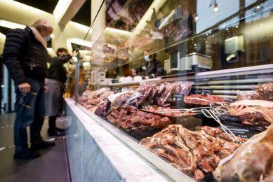Vlees bij de slager. - Foto: ANP