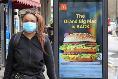Promotie voor vleesproducten, zoals hier, is in strijd met het EU-belei dat inzet op een gezonder dieet, stelt een internationale groep wetenschappers. - Foto: ANP