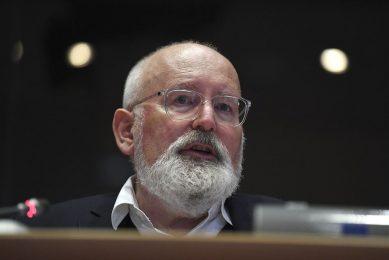 Frans Timmermans licht in het Europees Parlement de plannen voor het klimaatbeleid toe. - Foto: ANP