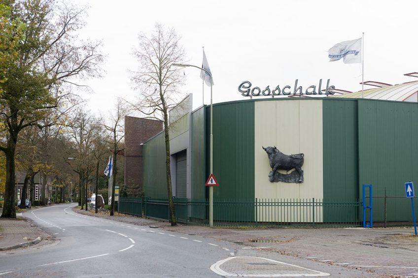 Exterieur van slachterij Gosschalk in Epe. Het slachthuis blijft voorlopig nog dicht. - Foto: Koos Groenewold