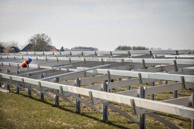 Aanleg zonnepark. - Foto: Koos Groenewold