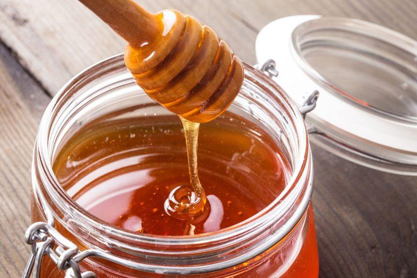Foodwatch heeft in de winkels talrijke voorbeelden verzameld, zoals honing met een Frans adres maar van de Mexicaanse leverancier. Foto: Canva