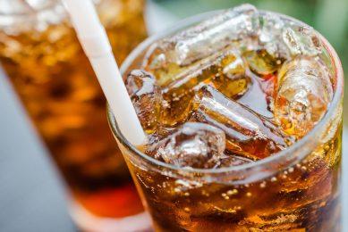 Van alle onderzochte ziekten was de hoogste mate van risicozekerheid geassocieerd met de consumptie van met suiker gezoete dranken. - Foto: Canva