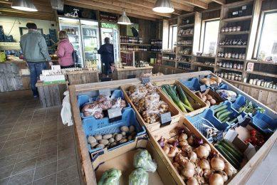 80% van de ondervraagde consumenten zijn bewust bezig met hun consumptiepatroon als het gaat om het kopen van seizoens- of scharrelproducten. - Foto: ANP