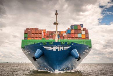 Bij een zeeschip vol containers hoort een palletvracht aan papieren documenten. Shypple wil de bureaucratie digitaliseren. - Foto: ANP