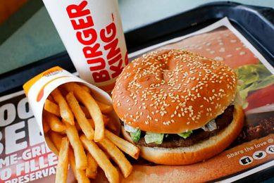 Tegenover de krapte van het personeel in slachterijen staat een groeiende vraag naar vlees, nu steeds meer restaurants weer open zijn. - Foto: ANP