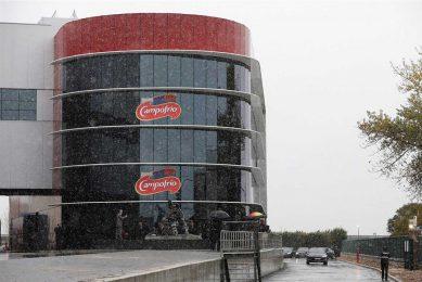 Fabriek van Stegemans moederbedrijf Campofrio in Spanje. Het bedrijf zou willen heroriënteren vanwege de impact van het coronavirus. - Foto: ANP/Cesar Manso/AFP