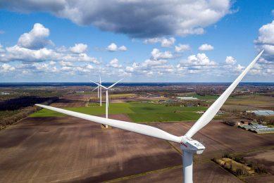 Windmolens. Milieuclubs zijn groot voorstander van windenergie, maar niet in de buurt van hun eigen huis. - Foto: Bert Jansen