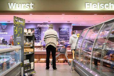 Vooral bij vlees heeft de primaire sector last van een prijzenoorlog tussen supermarkten, zegt de Duitse landbouwminister Julia Klöckner. - Foto: ANP