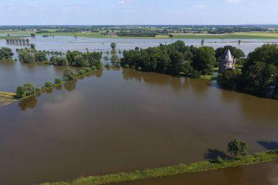 In het veranderende klimaat komen deze neerslaghoeveelheden vaker voor en verdienen de rivieren dus echt meer ruimte. - Foto: Henk Riswick
