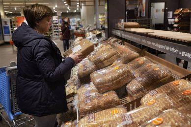 Uit onderzoek van Wageningen University & Research (WUR) weet Albert Heijn dat er relatief gezien veel brood verspild wordt. - Foto: ANP