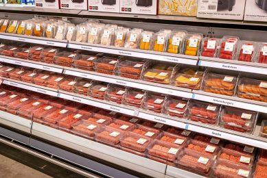 De ministeries van EZK en LNV zeggen dat minder vlees eten bij de aftrap van de campagne niet werd meegenomen. Ze vreesden voor maatschappelijke weerstand. - Foto: Roel Dijkstra