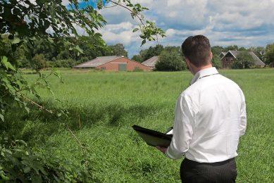 Het taxeren van landbouwgrond. - Foto: Ronald Hissink