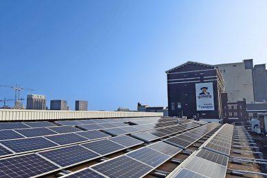 Zonnepanelen op de Quaker-fabriek. Pepsico wil energieneutraal produceren. - Foto: Pepsico