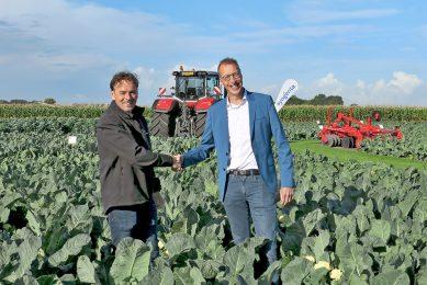 """Sjaak van der Ploeg (l) en Toine Timmermans. Timmermans is directeur van de stichting Samen Tegen Voedselverspilling: """"We zijn verheugd dat Syngenta zich aansluit bij de verspillingsvrije beweging."""" - Foto: Syngenta"""