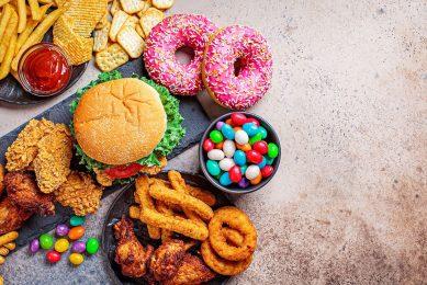 Het consumeren van suikerhoudend voedsel en dranken is sterk verbonden met obesitas en ziektes zoals diabetes type 2 en hart- en vaatziekten, de belangrijkste doodsoorzaak in de VS. Foto: Canva