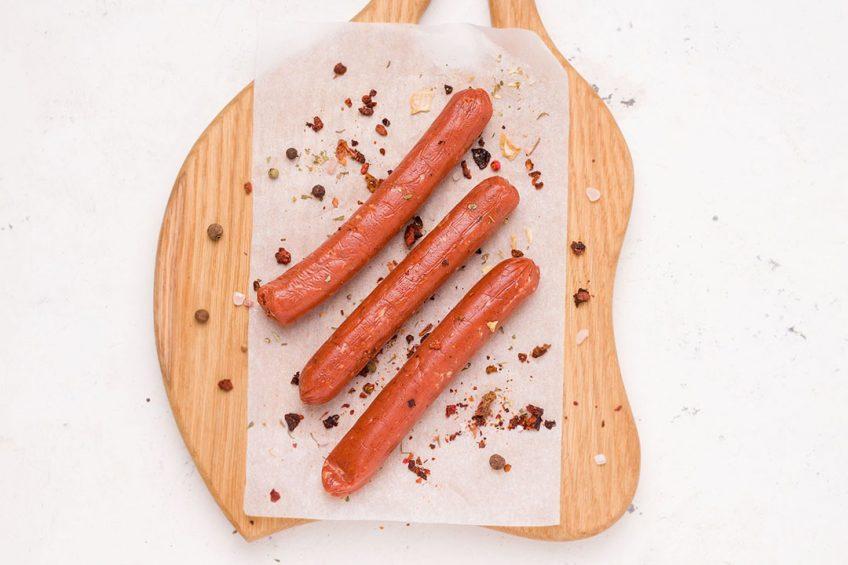 Duurzaamheid is een veel genoemd argument om vaker te kiezen voor een vegan worstje, het meest gegeten vegan vlees in Amerika. Foto: Canva