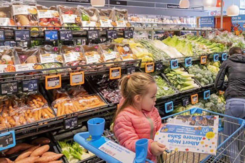 Supermarkten blijven elkaar met lage prijzen beconcurreren. - Foto: Albert Heijn