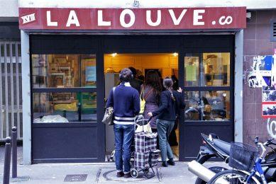 Klanten van La Louve zijn betalende leden, die ook vrijwillig werken in de supermarkt. Daardoor kunnen de prijzen laag blijven. - Foto: ANP