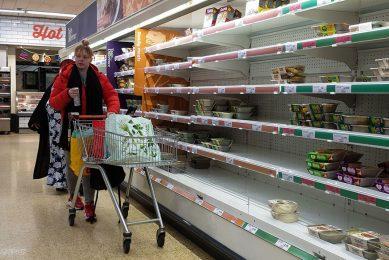 S;echt gevulde winkelschappen in het Verenigd Koninkrijk door een tekort aan personeel in onder meer transportbedrijven en slachterijen. - Foto: ANP