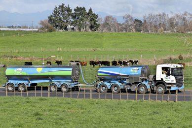 Een melktankwagen van Fonterra is onderweg om melk op te halen bij een melkveehouder. - Foto: Reuters