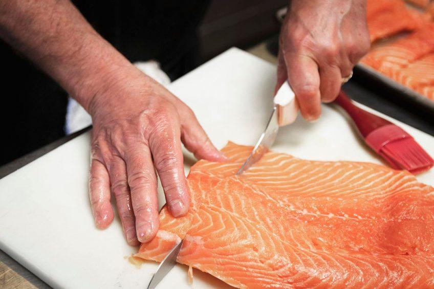 Door de sluiting van de horeca daalde de visverkoop, maar deze verkoop nam in speciaalzaken en supers juist toe. - Foto: Canva
